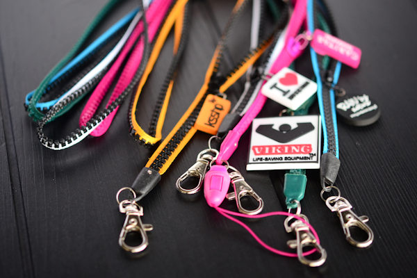 Zipper lanyard with soft pvc puller